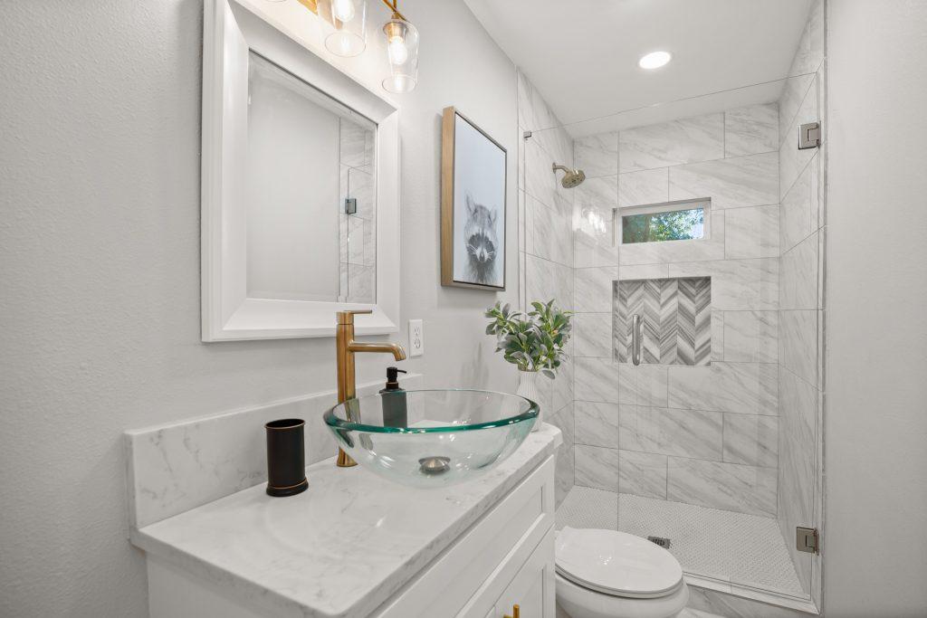 Astor Bathroom 1